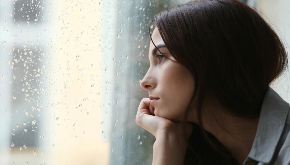 <strong>SOSIAL ANGST:</strong> Mange isolerer seg som følge av angsten, men det er hjelp å få mot sosial angst. FOTO: NTB Scanpix