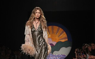NYFW: Gigi Hadid avsluttet visningen til Anna Sui med én sko