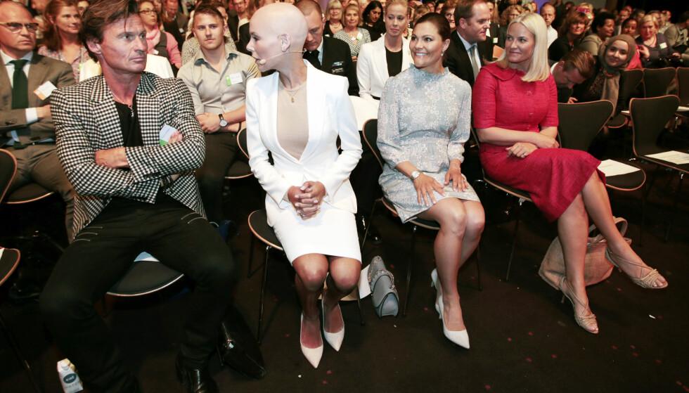 MED PÅ LAGET: Da EAT Stockholm Forum 2016 ble arrangert i Stockholm i fjor vår deltok kronprinsesse Victoria av Sverige og kronprinsesse Mette-Marit på konferansen. Den norske kronprinsessen ledet blant annet en debatt. Foto: NTB Scanpix