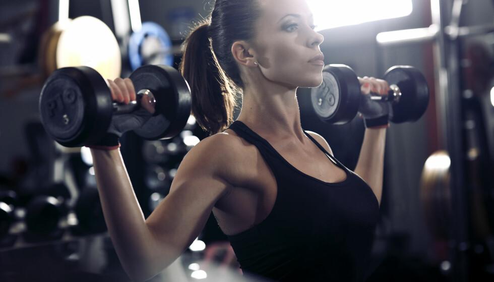 TRENING: Nei, du er ikke i en krise selv om du velger å dra på gymmen for å løfte vekter. FOTO: NTB Scanpix