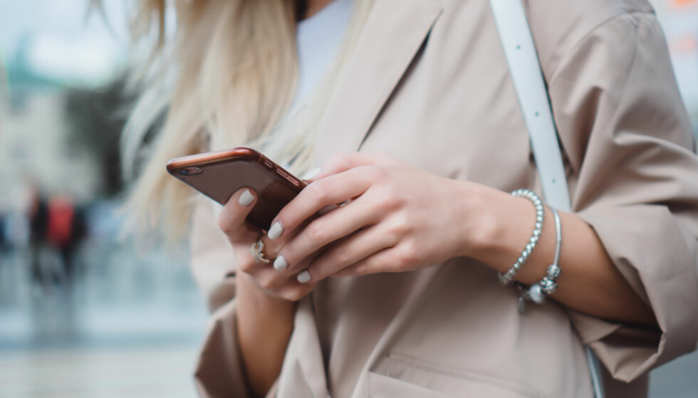SOSIALE MEDIER: - Foreldre bør sette seg inn i hvilke apper barn og unge har på mobilen sin, sier ekspert. FOTO: NTB Scanpix