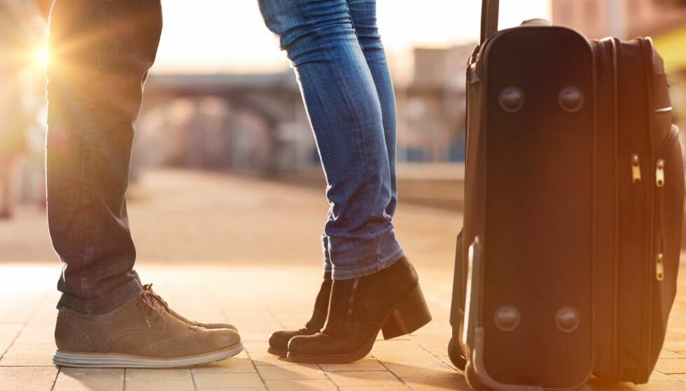 FØRSTE FERIETUREN: Å dra på ferie sammen er et stort steg. Her kan det se ut som gutta er en del mer frempå en jentene. FOTO: Scanpix.com