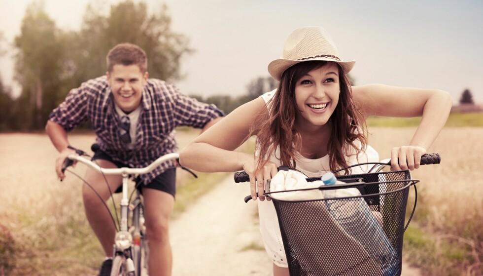HA DET GØY SAMMEN: Det er lurt å bli godt kjent slik at man vet om man passer sammen, og trives i hverandres selskap. FOTO: Scanpix.no.