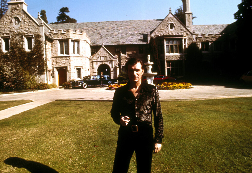 THE MANSION: Hugh Hefner kjøpte herskapshuset Playboy Mansion på 20.000 kvadratmeter i 1971. Ifjor ble huset solgt for hundre millioner dollar.
