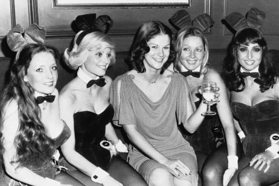 DATTER I MIDTEN: Christie Hefner er i dag 64 år og forlot Hefner-imperiet i 2009 etter nesten 30 år i sjefsstolen. Her på fest i London i 1976.