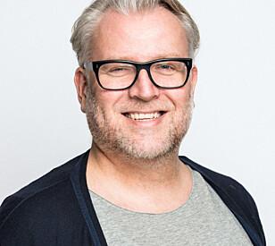 ROSER BOKEN: Tore Holte Follestad er ikke enig i at boken er en ufarliggjøring av pornografi. Foto: Kai Myhre