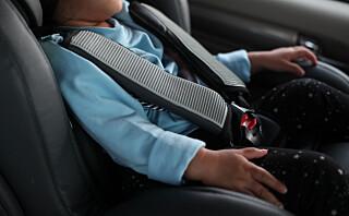 Derfor må du alltid sørge for at beltene i bilstolen er strammet godt nok!