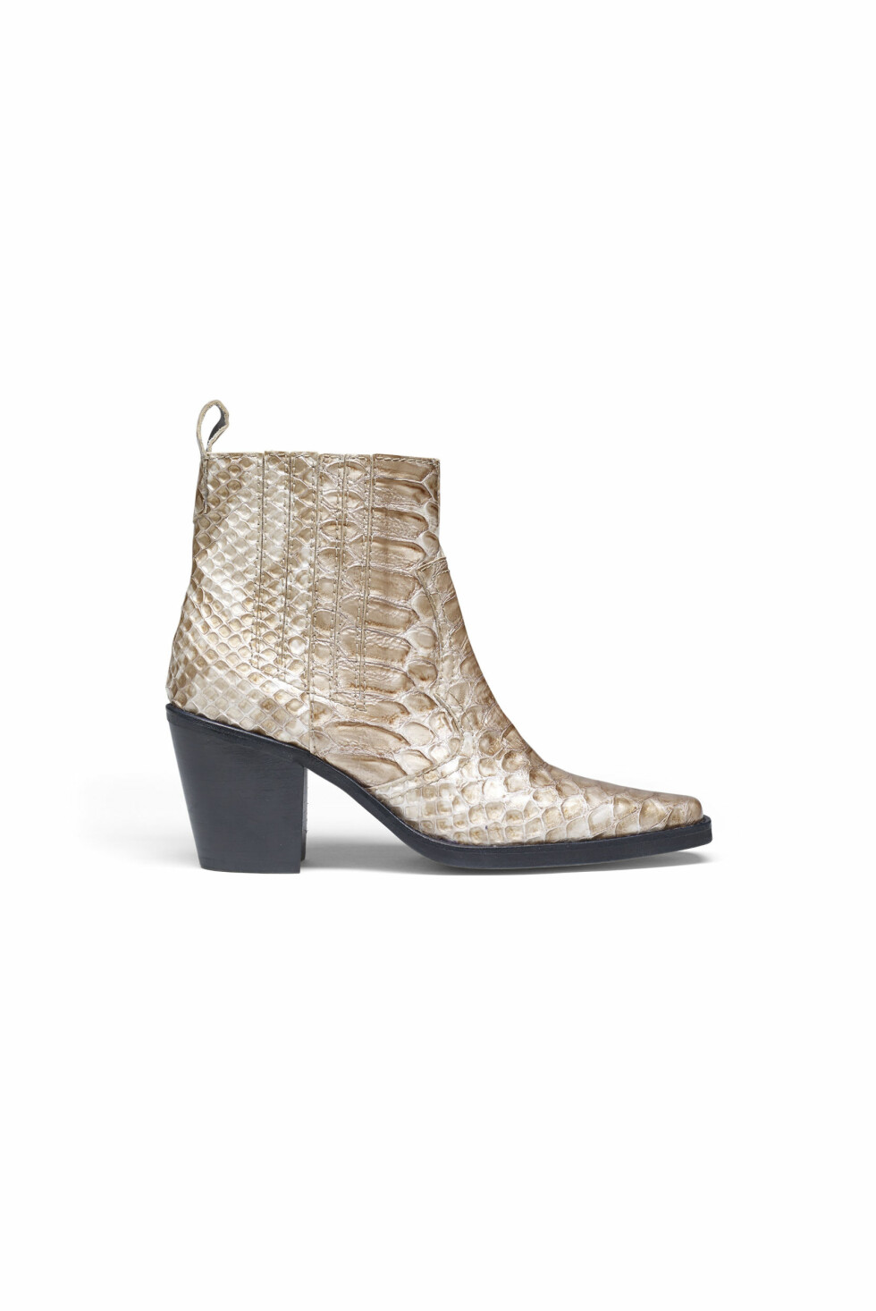 Sko fra Ganni  4199,-  http://www.ganni.com/en/dahlia-snake-ankle-boots/S0560.html?dwvar_S0560_color=Cuban%20Snake