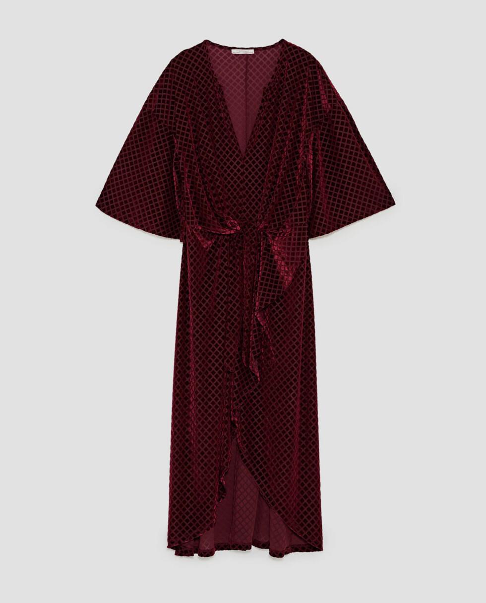 Kjole fra Zara |399,-| https://www.zara.com/no/no/trf/nyheter/fl%C3%B8yelskjole-med-knute-c840006p5195508.html