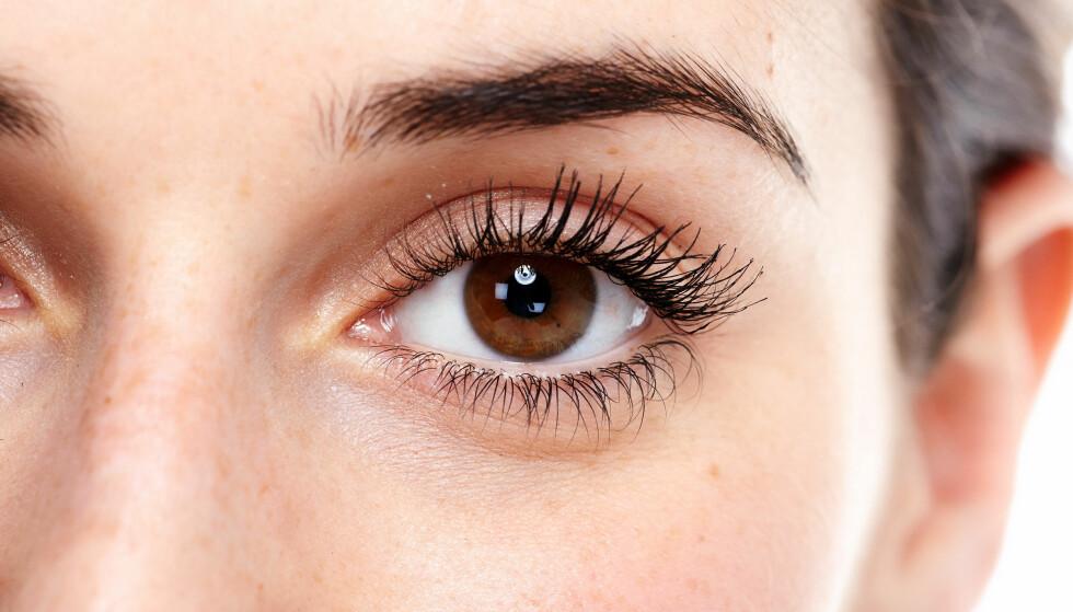 ØYEHELSE: De aller fleste nordmenn vet svært lite om synet og øyehelse. Åshild Martinsen, optiker ved Specsavers, mener at det kan være et problem. FOTO: NTB Scanpix