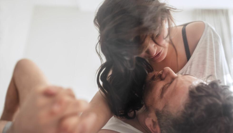 <strong>PRESTASJONSPRESS:</strong> – Vi ser at en del glemmer å nyte sex med seg selv eller en partner. Det å se riktig ut, lage de rette lydene, være «flink» og prestere bra, blir viktigere enn det å være i øyeblikket og nyte det som skjer, sier ekspert. FOTO: NTB Scanpix