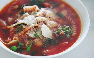 Perfekt høstmiddag: Tomatsuppe med grønnkål
