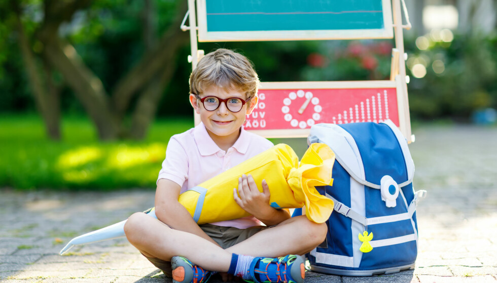 TYSK BARNEOPPDRAGELSE: I Tyskland er det tradisjon at barna på sin første skoledag får et stort kremmerhus fylt av godteri, leker og skolesaker - slik at dagen skal bli litt mindre skummel. Foto: NTB Scanpix