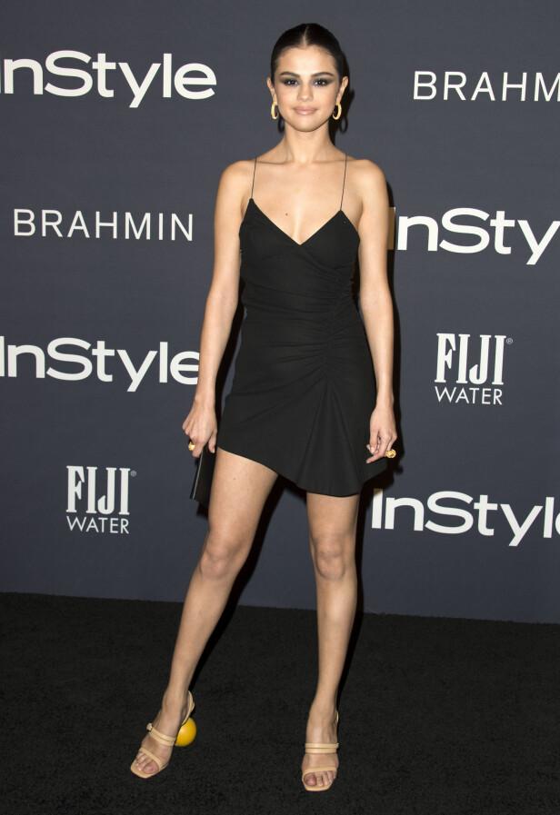 ANTREKKET: Selena Gomez tilførte definitivt det lille ekstra med disse skoene. Foto: Scanpix
