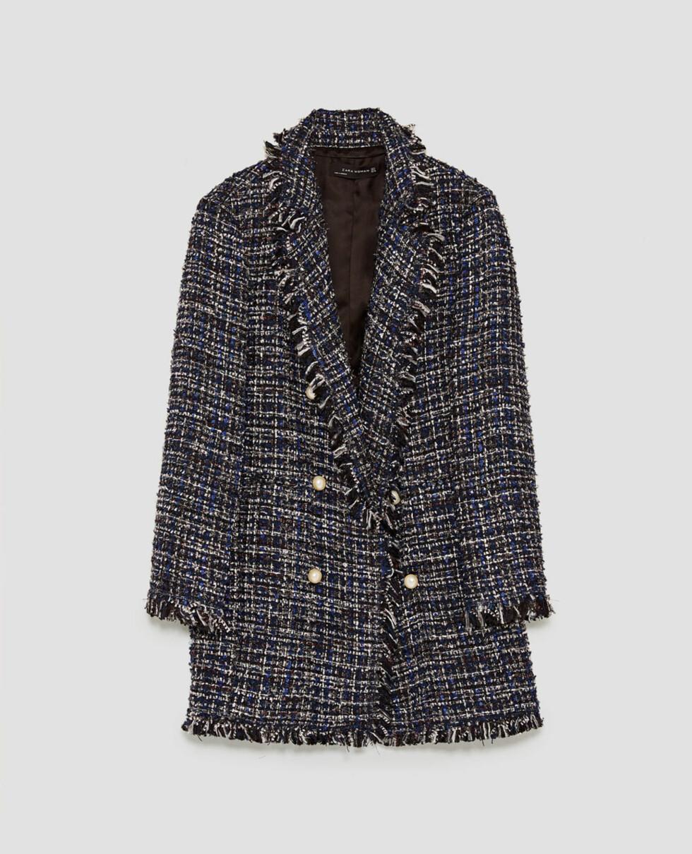 <strong>Jakke fra Zara  899,-  https:</strong>//www.zara.com/no/no/dame/jakker/lang-tweedjakke-med-perler-c269184p5214024.html
