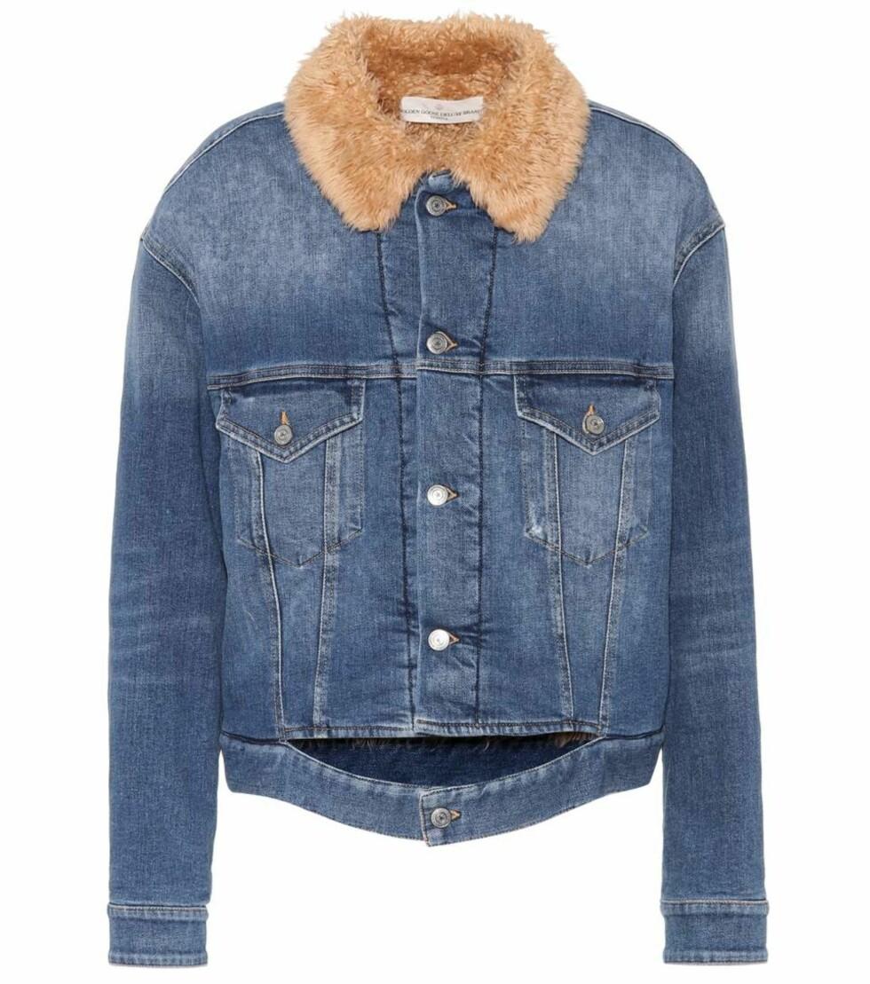 Jakke med fuskepels fra Golden Goose Deluxe Brand via Mytheresa.com  3136,-  https://www.mytheresa.com/eu_en/001356-faux-fur-lined-denim-jacket-832026.html?catref=category