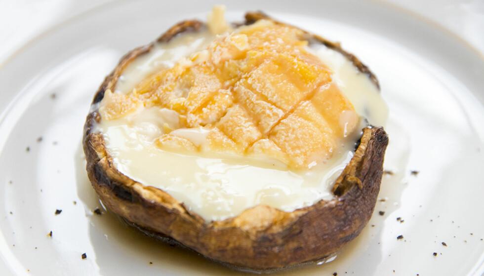 SUPERENKELT: Det er bare to ingredienser her. Sopp og ost. FOTO: Lisbeth Michelsen