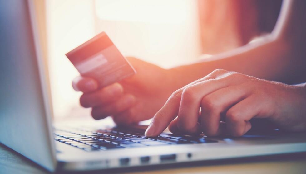 LYVE OM ØKONOMI: Bruker du penger du ikke tør fortelle partneren om, eller er du i gjeld du prøver å skjule? FOTO: Scanpix.com