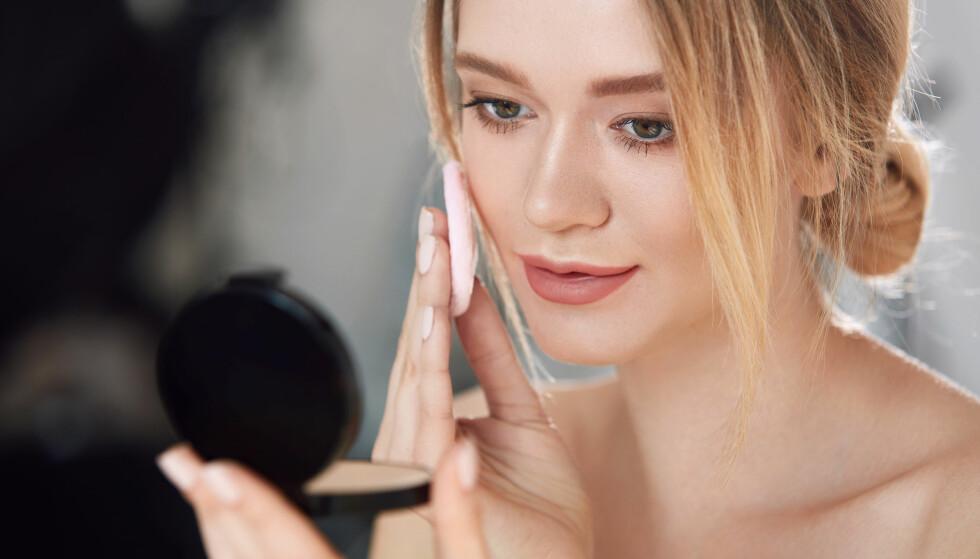 FET HUD: Det kan være vanskelig å sminke fet og uren hud. Heldigvis finnes det mange gode tips og triks der ute. FOTO: NTB Scanpix