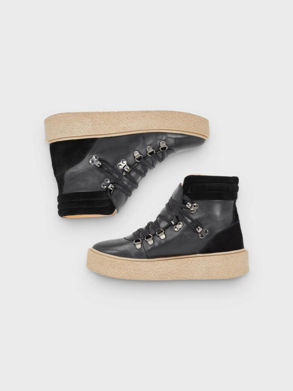 Sko fra Bianco |1399,-| https://www.bianco.com/no/no/bi/one-pair-is-not-enough/one-pair-is-not-enough/platform-warm-hiker-boots-93349482.html?cgid=bi-aw17-campaign-product&dwvar_colorPattern=93349482_Black