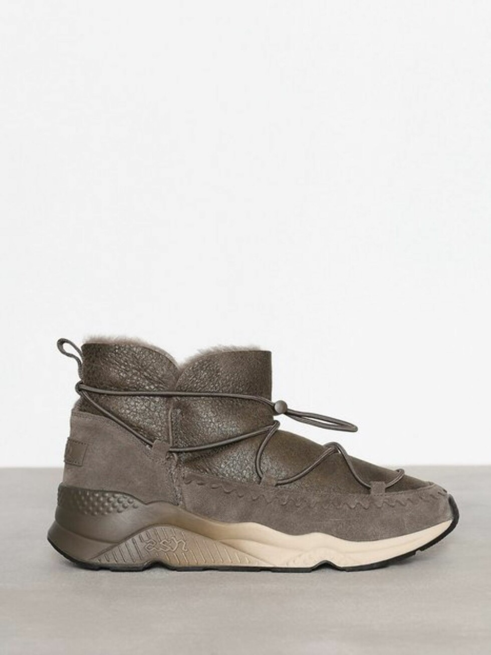 Sko fra Ash Italia via Nelly.com |1899,-| https://nelly.com/no/kl%C3%A6r-til-kvinner/sko/boots-booties/ash-italia-201329/mitsouko-135884-0388/