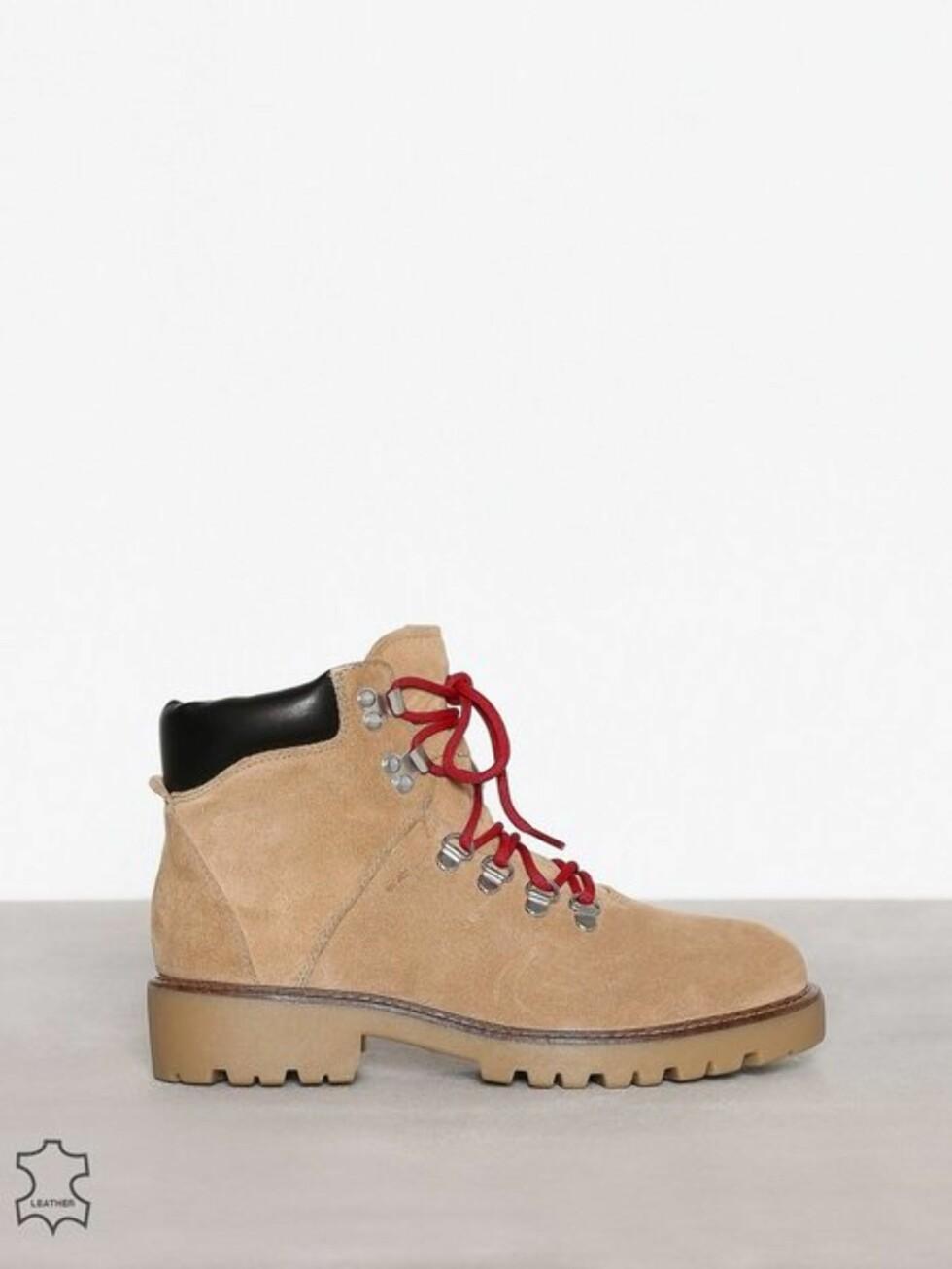 Sko fra Vagabond via Nelly.com |1399,-| https://nelly.com/no/kl%C3%A6r-til-kvinner/sko/boots-booties/vagabond-978/kenova-978417-0090/