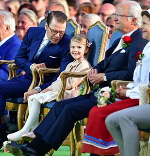 NÆRT FORHOLD: Prins Daniel og prinsesse Estelle har nære bånd, og Daniel har tidligere åpnet opp om hvor mye han setter pris på farsrollen. Foto: NTB Scanpix