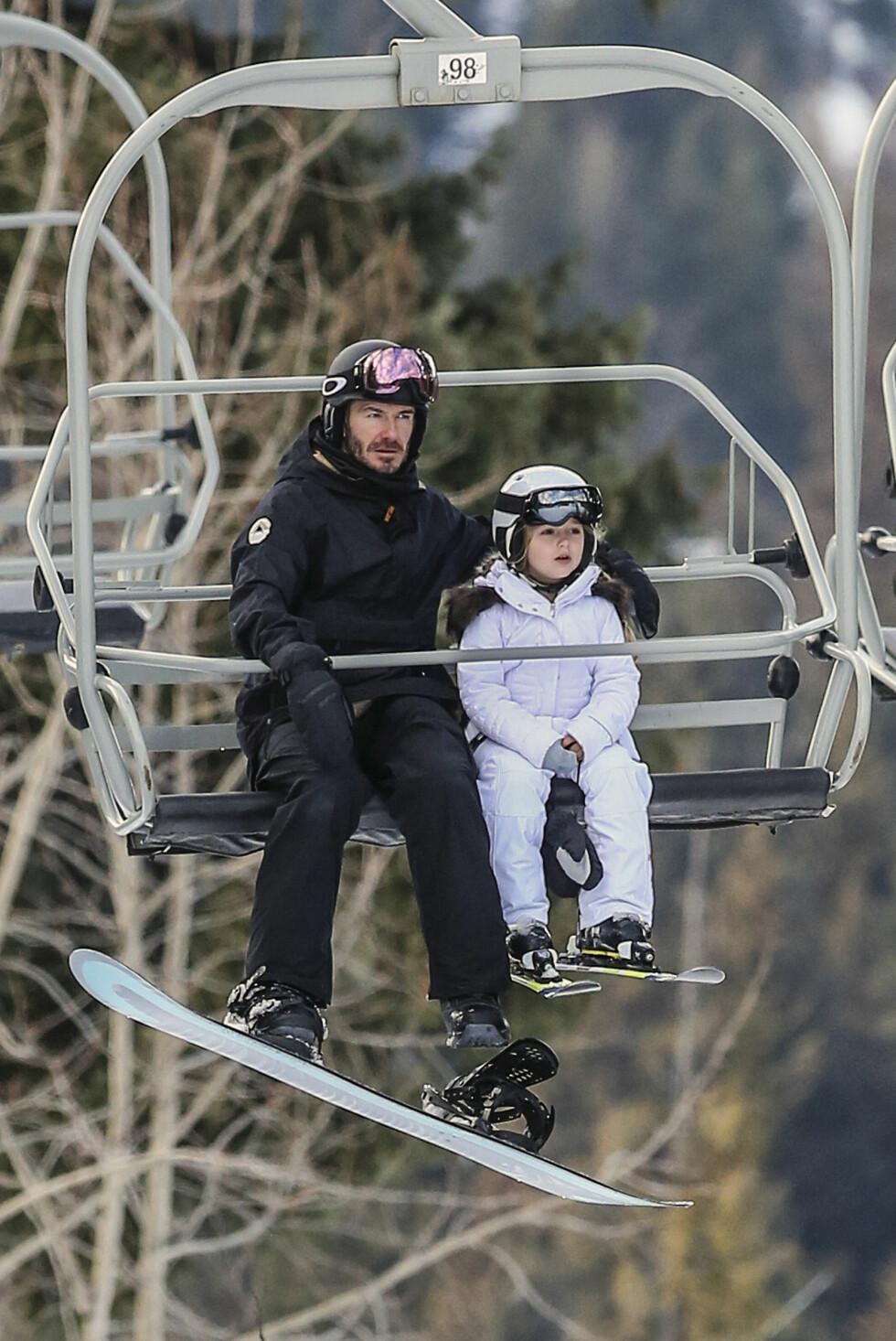 SPORTY: David Beckham elsker å ta med barna på sporty aktiviteter. Her er han med datteren på skiferie i Canada. Foto: NTB Scanpix