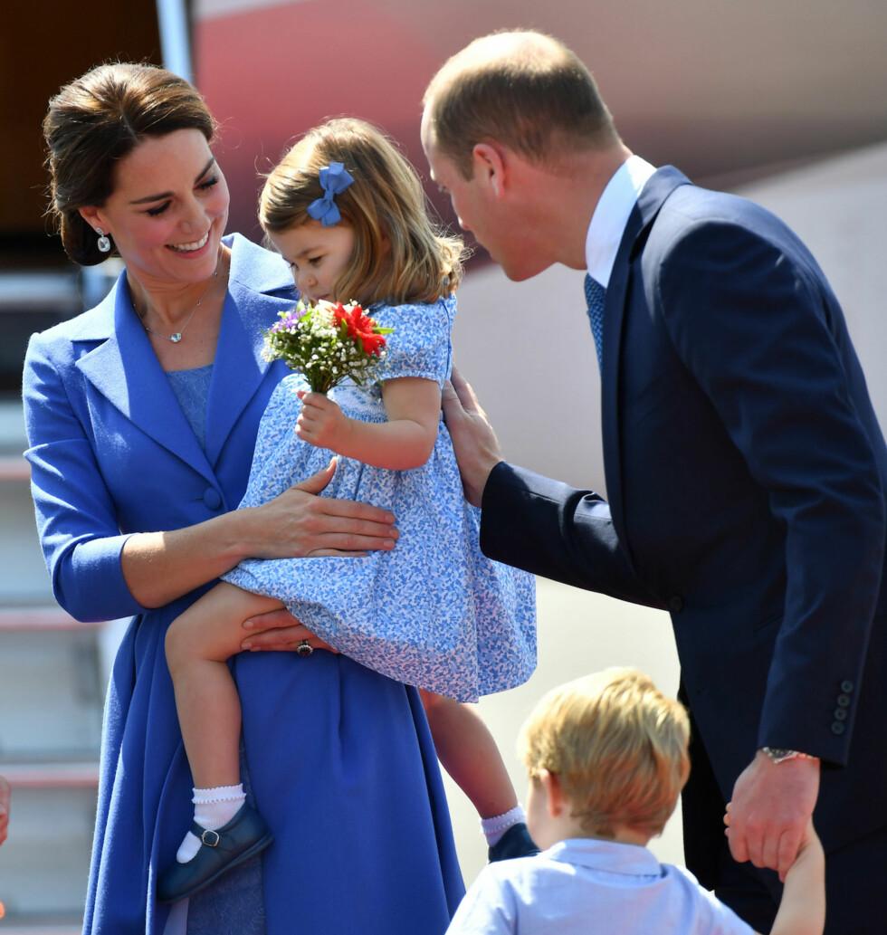 OMSTILLING: Prins William, som aldri har hatt søstre, har sagt i et intervju med Vanity Fair at han hver dag lærer seg nye ting ved det å oppdra en jente. Foto: NTB Scanpix