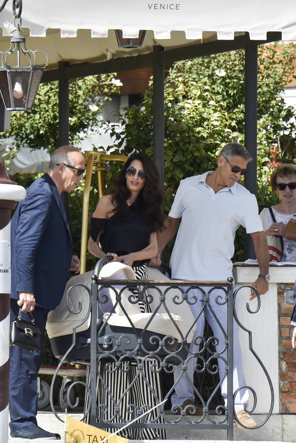 TVILLINGFAR: Skuespiller George Clooney ble far for aller første gang i denne sommeren - i en alder av 56 år. Han og kona Amal Clooney ble foreldre til tvillingene Ella og Alexander i juni. Vi gleder oss til å se mer av dem i tiden fremover! Foto: NTB Scanpix