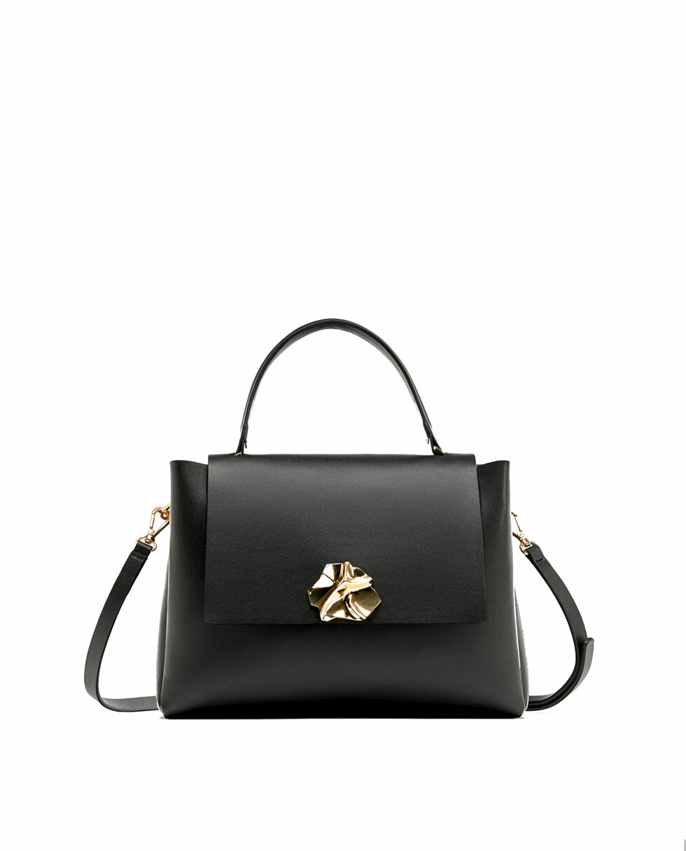 Veske fra Zara  249,-  https://www.zara.com/no/no/dame/vesker/se-alt/citybag-med-metall%C3%A5s-c734144p4913042.html