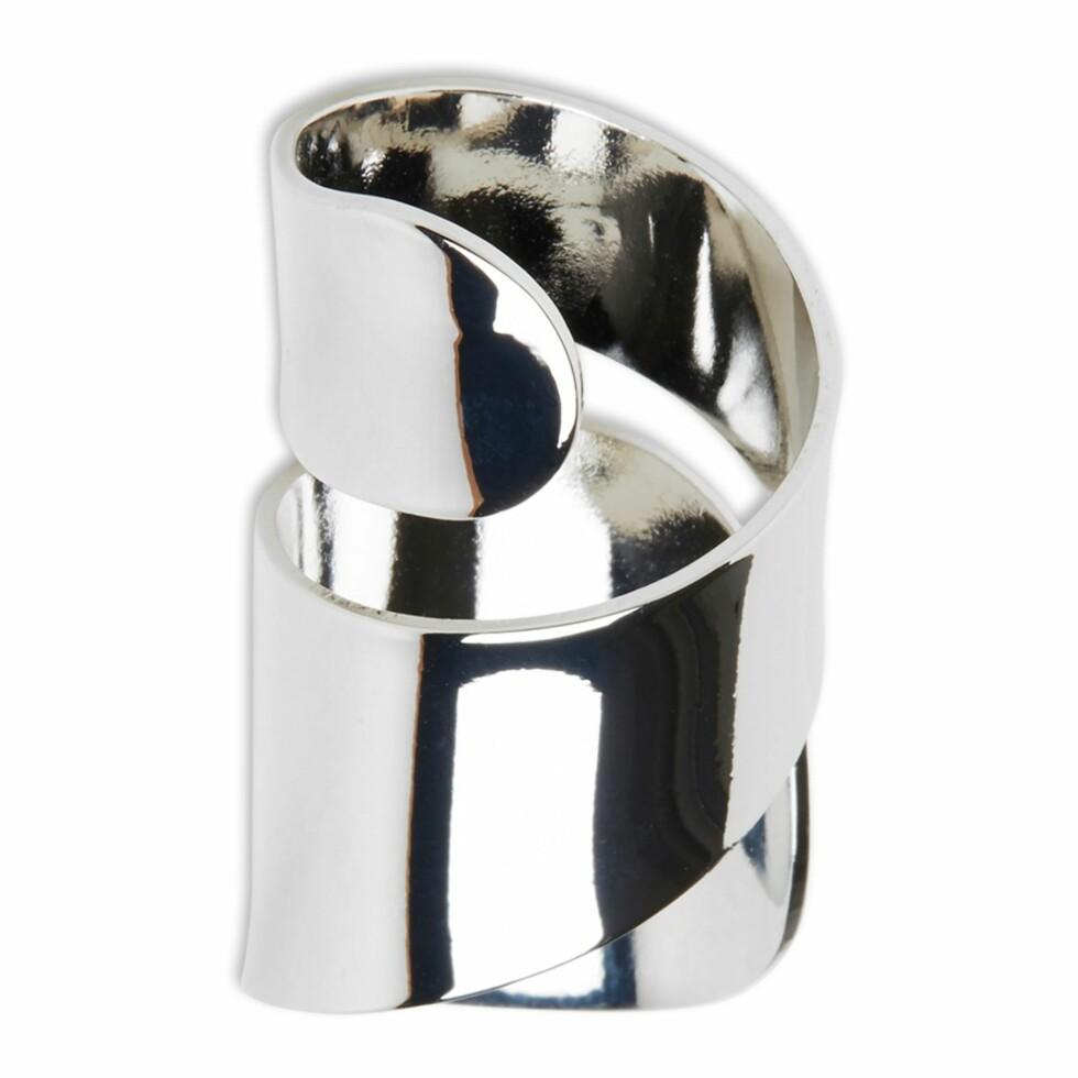 Ring fra Lindex  60,-  https://www.lindex.com/no/dame/accessoirer/7575431/Vridd-ring/