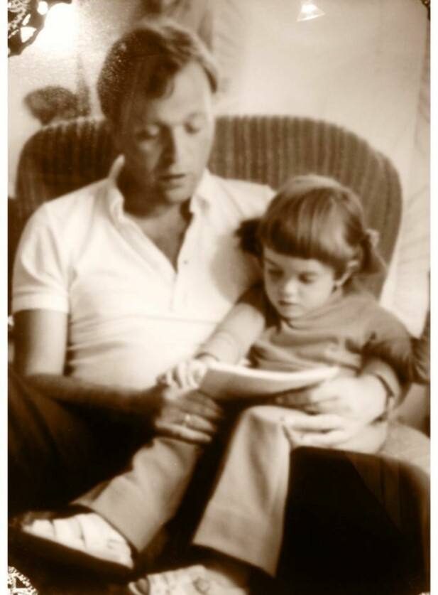PAPPA OG MEG: «Han stilte fanget sitt til disposisjon hver gang jeg måtte trenge det da jeg var liten og engstelig av natur og syntes mange ting var store, skumle og litt vanskelige å forstå». FOTO: Privat