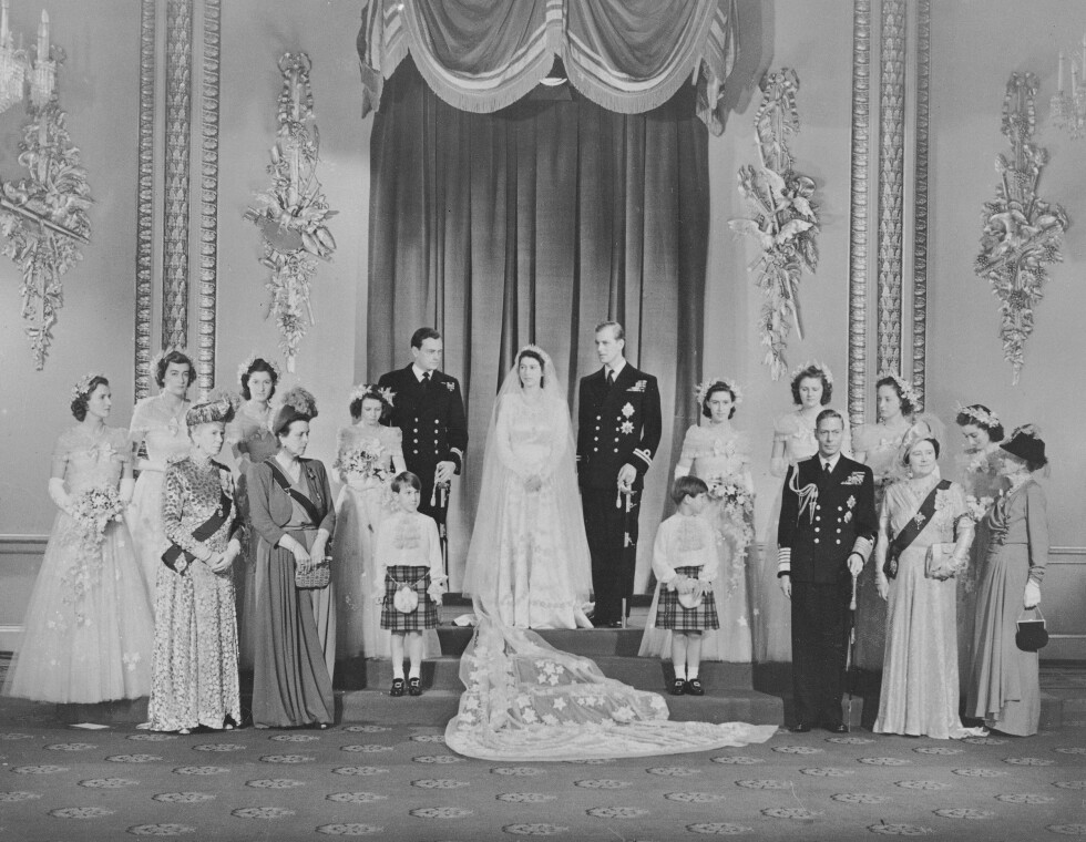 FOTOGRAFERING: Brudeparet med familie på Buckingham Palace etter seremonien. Foto: NTB Scanpix