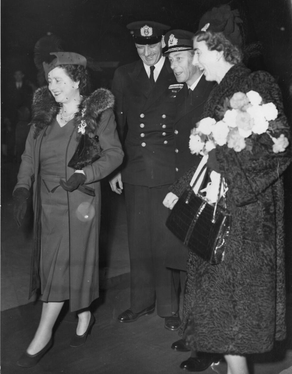 KONGELIGE GJESTER: Kong Frederick IX av Danmark og hans kone dronning Ingrid ble tatt imot av det britiske kongeparet. Foto: NTB Scanpix