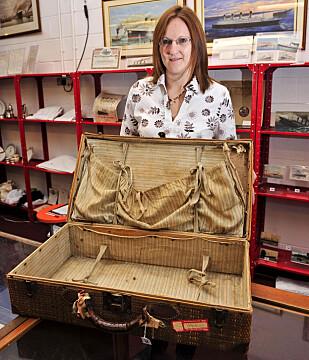 AUKSJON: I 2008 måtte Millvina Dean selge unna en del skatter fra Titanic-epoken under en auksjon i England, for å få råd til å betale legeregninger. Blant annet denne kofferten hun arvet av sin mor. Foto: NTB Scanpix