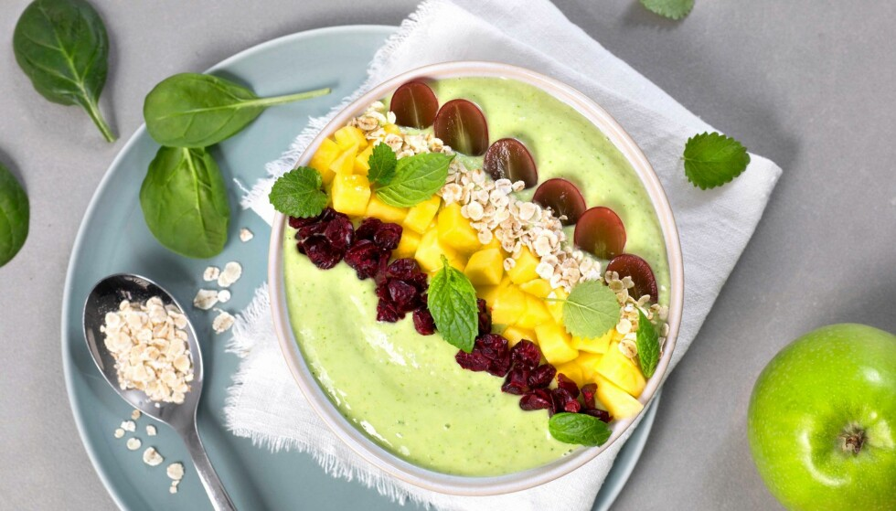 <strong>SMOOTHIE BOWL:</strong> Grønn smoothie bowl med stangselleri og spinat. FOTO: TINE