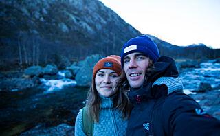 Nicole (26) og Sam (29) bor i en seilbåt