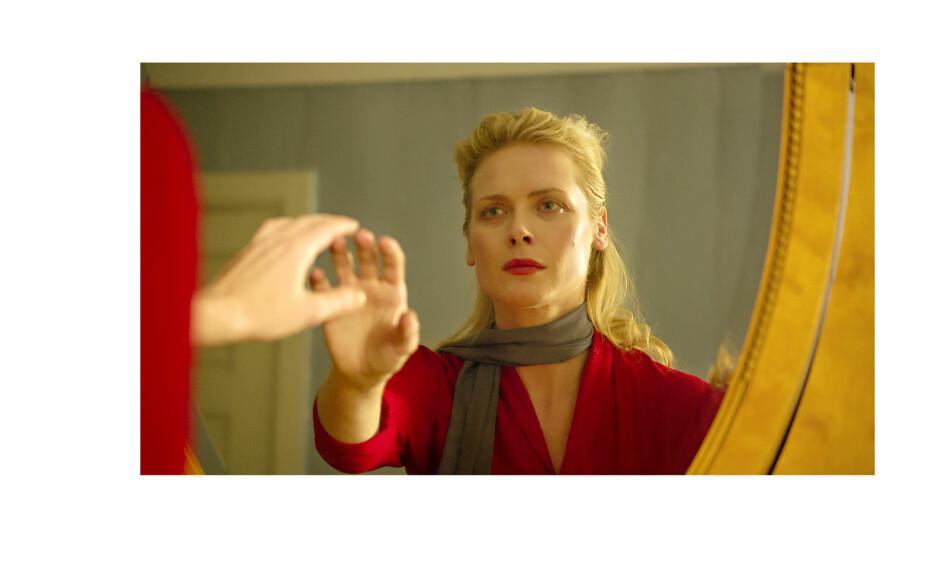 ANMELDELSE HJEMSØKT: Synnøve Macody Lund har hovedrollen i den norske skrekkfilmen Hjemsøkt. Filmen har norgespremiere 24. november. Foto: Another World Entertainment Norway AS