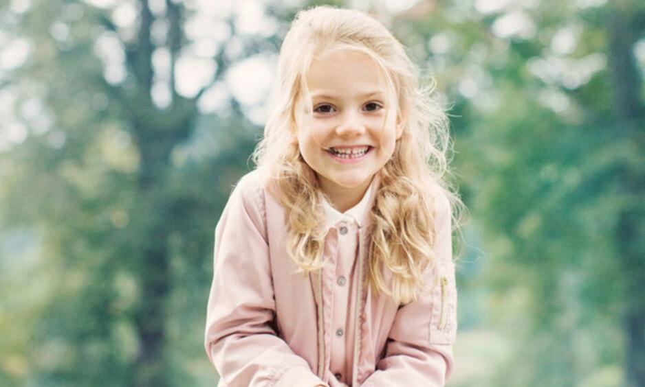 PRINSESSE ESTELLE: Det svenske kronprinsparets eldste barn er en skikkelig sjarmør! I midten av november slapp kongehuset nye bilder av prinsesse Estelle. Foto: Erika Gerdemark // Kungahuset.se