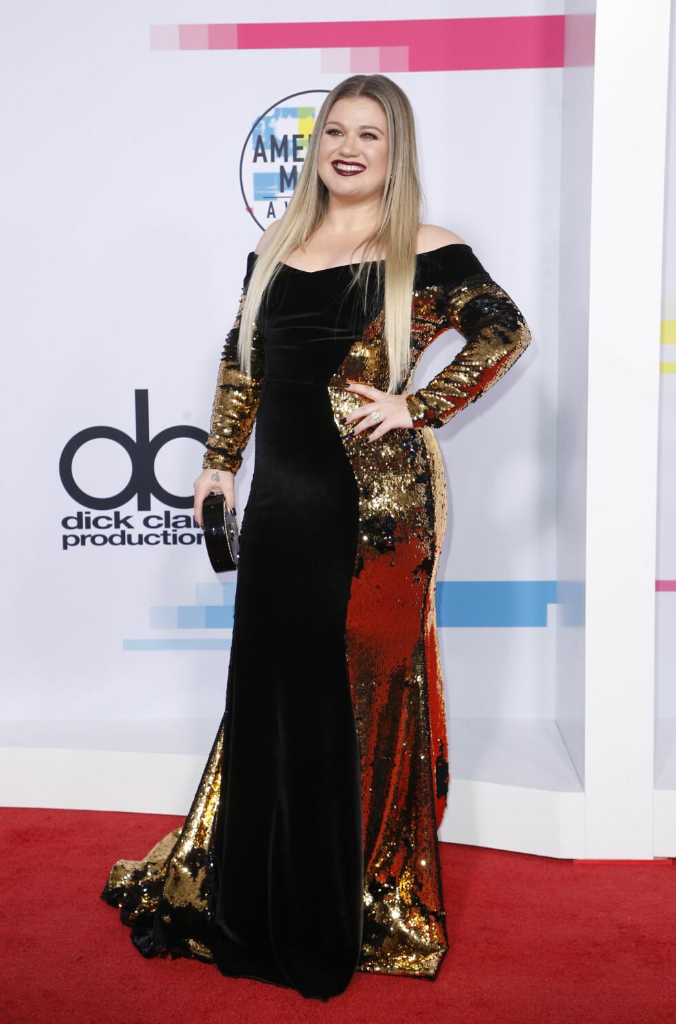 AMERICAN MUSIC AWARDS: Kelly Clarkson