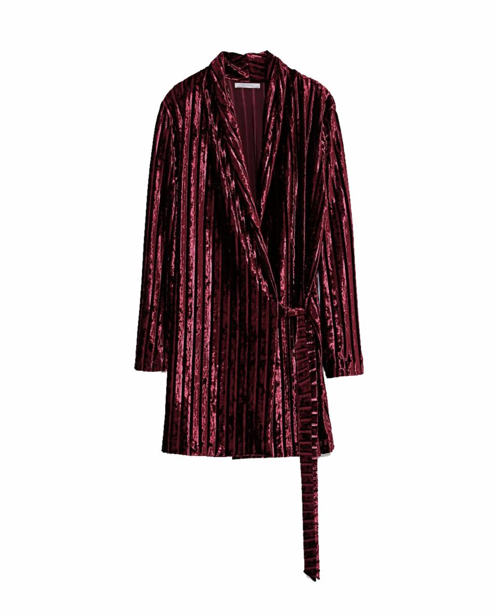 Fløyelskjole fra Zara |299,-| https://www.zara.com/no/no/fl%C3%B8yelskjole-p01131360.html?v1=5273015&v2=965503