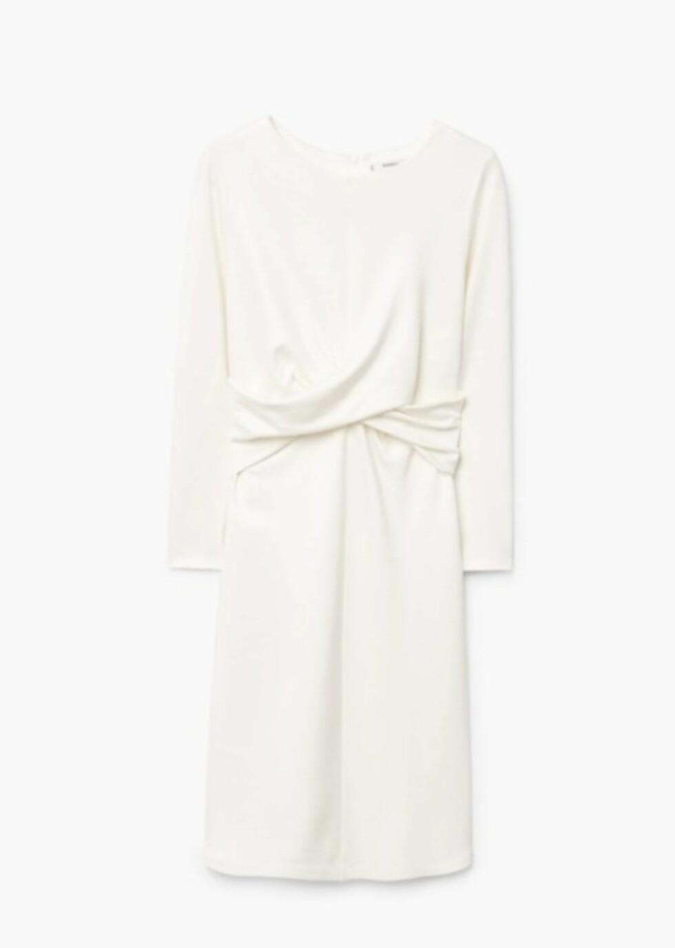 Kjole fra Mango |349,-| https://shop.mango.com/no/damer/kjoler-midi/kjole-med-drapert-detalj_13037686.html?c=02&n=1&s=prendas.familia;32&ts=1511253161245