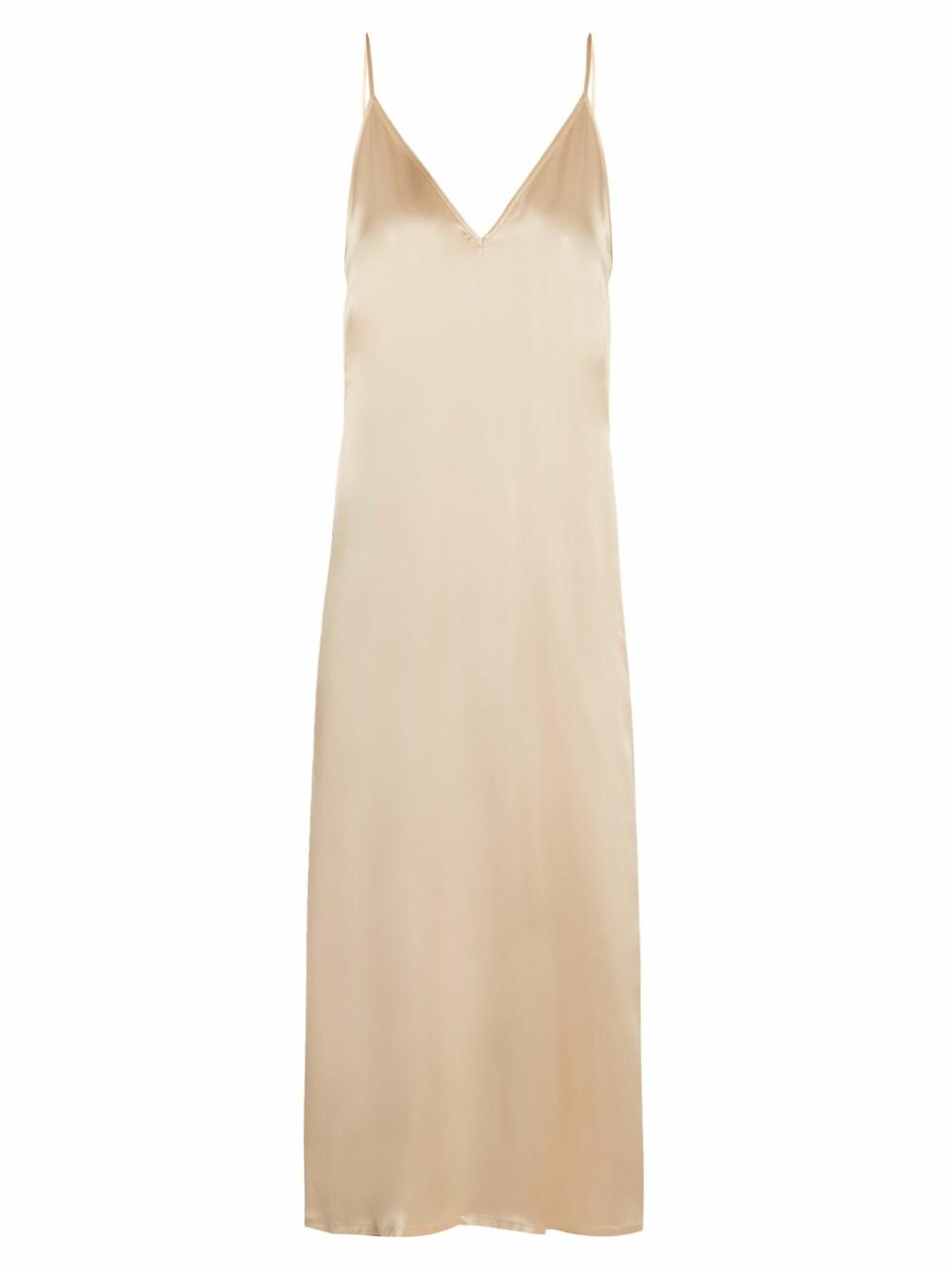 Kjole fra Raey via Matchesfashion.com |1635,-| https://www.matchesfashion.com/intl/products/Raey-V-neck-silk-satin-midi-slip-dress-1195618