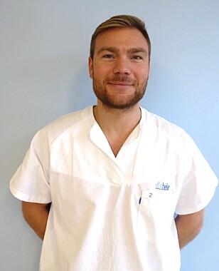 LETT Å SKYLDE PÅ MOBILEN: Kiropraktor Martin Grimsrud mener at man ikke alltid skal skylde på mobilen dersom man har smerter i tommelen. FOTO: Privat