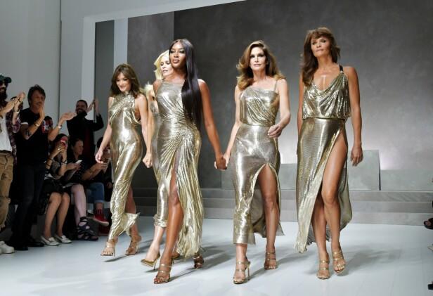 GJORDE CATWALK-COMEBACK: Da Versace presenterte sin vårkolleksjon under moteuken i Milano i september, gjorde supermodeller som Naomi Campbell, Cindy Crawford og Helena Christensen (t.h.) comeback på catwalken. Foto: Scanpix