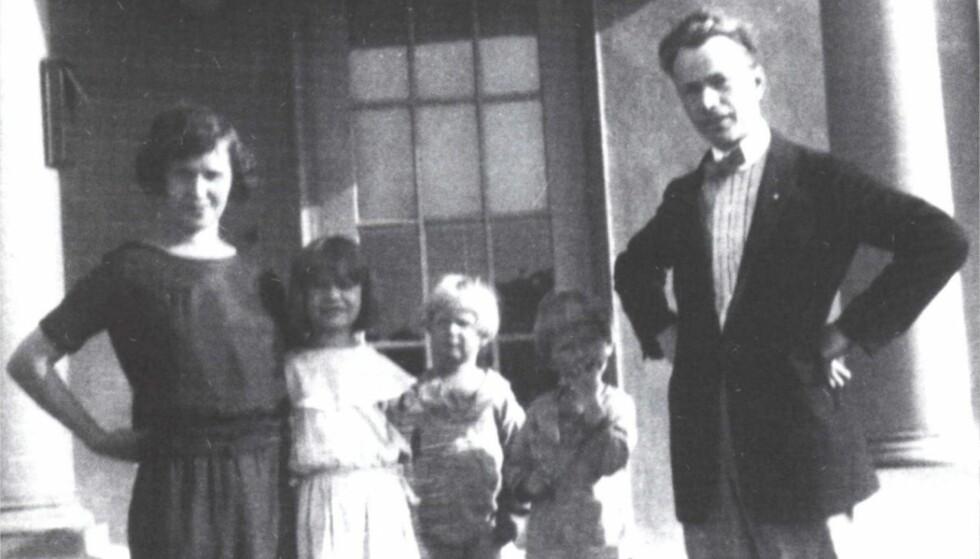 OVERLEVDE: Norske Karen Abelseth overlevde forliset. Her med ektemannen Harry Little og tre av barna rundt 1924. Foto er publisert i boken «Titanic - 31 norske skjebner» av Per Kristian Sebak, og lånt ut av Wanda M. Martin. Foto er gjengitt med tillatelse av forfatteren.