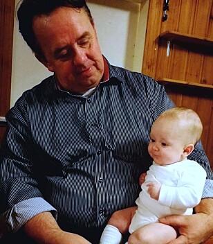STOLT BESTEFAR: - Det var den fineste fødselen jeg har vært med på, sier firebarsfar og nybakt bestefar Yngve Kristmoen. Foto: Privat