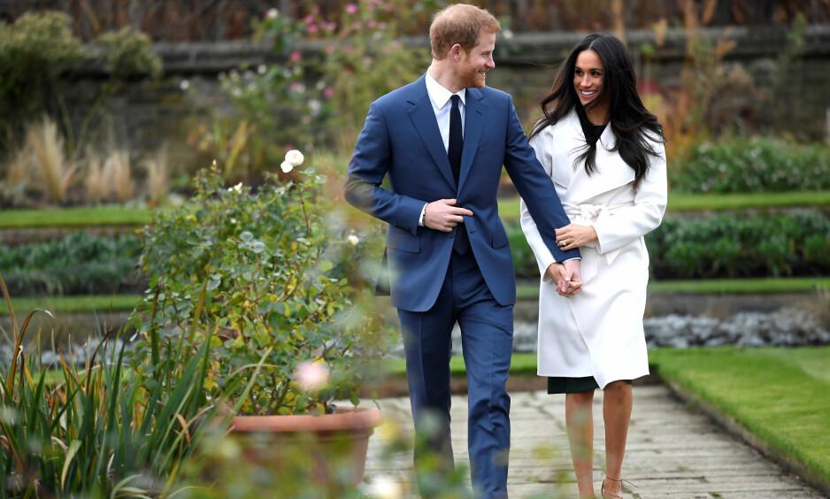 MEGHAN MARKLE OG PRINS HARRY: Det nyforlovede paret møtte pressen utenfor Kensington Palace. Foto: NTB Scanpix