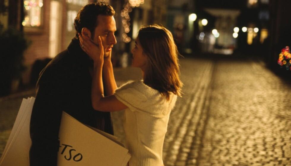 LOVE ACTUALLY: De fleste av oss må se «Love Actually» i romjula, men likevel er det overraskende mye vi ikke vet om filmen. FOTO: Love Actually